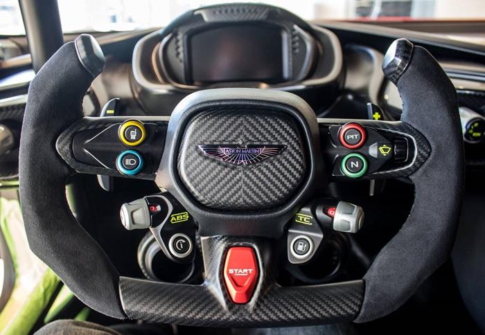Aston-Martin-Vulcan-direksiyon